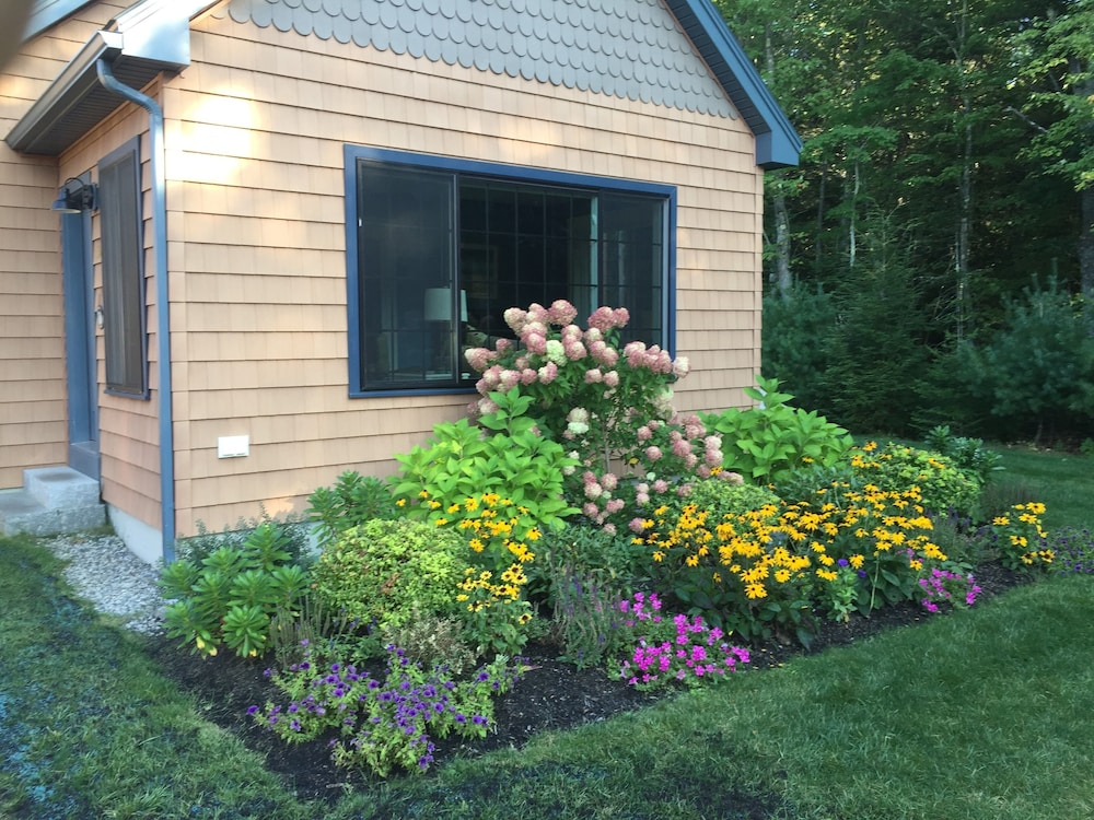 , Beautiful Summerscape Cottage - Wells Maine