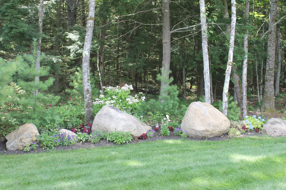 Property Grounds, Beautiful Summerscape Cottage - Wells Maine