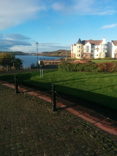 Gorgeous Boutique Coastal Apartment Near Edinburgh With Parking