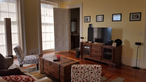 Great Place to stay Spacious Balcony Apartment With Nola Charm near New Orleans