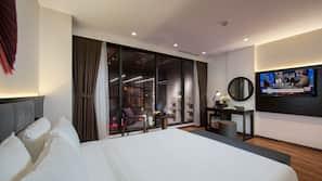 迷你吧、房內夾萬、家具佈置各有特色、書桌