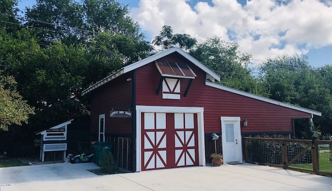 The Little Red Barn In Town In San Antonio Tx Expedia