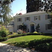 Grand Palo Alto Home w/ Swimming Pool. #1 Location to Tech Companies & Stanford