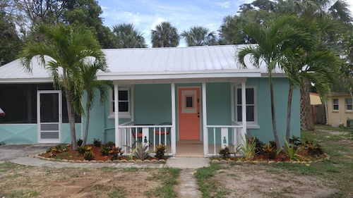 Great Place to stay Seaside Cottage Jensen near Jensen Beach
