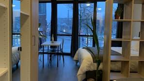 Roupas de cama premium, escrivaninha, quartos à prova de som