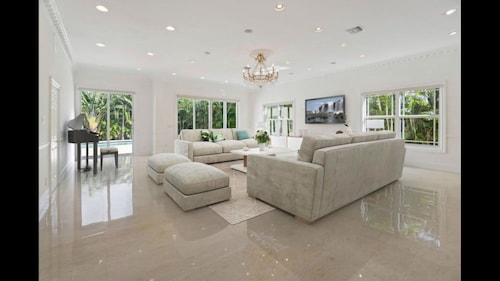 Luxury and Elegance 6 Bedrooms
