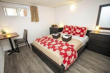 Astounding Cozy 3 Bedroom 2 Bathroom Basement Suite In Toronto Download Free Architecture Designs Xoliawazosbritishbridgeorg
