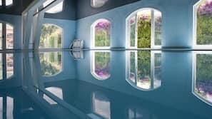 Piscina coperta, piscina stagionale all'aperto, ombrelloni da piscina