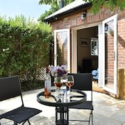 The Gatehouse, Modern, Open Plan, dog Friendly With Enclosed Garden