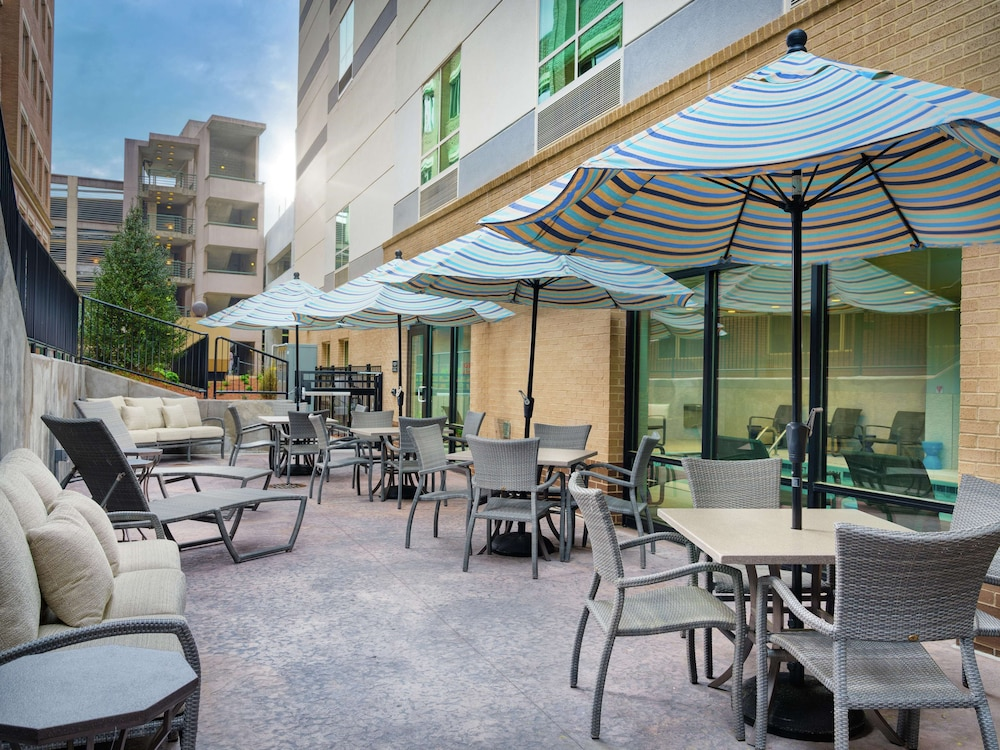 Terrace/Patio, Hampton Inn & Suites Atlanta Decatur/Emory