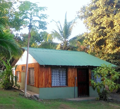 Cozy Casita With Hot Water and AC, Nearby Beaches, Paquera Ferry and Town!