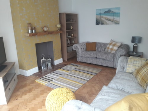 Porth Cottage NEW , Porthcawl, With Lazy spa Price not Included - Late Deals
