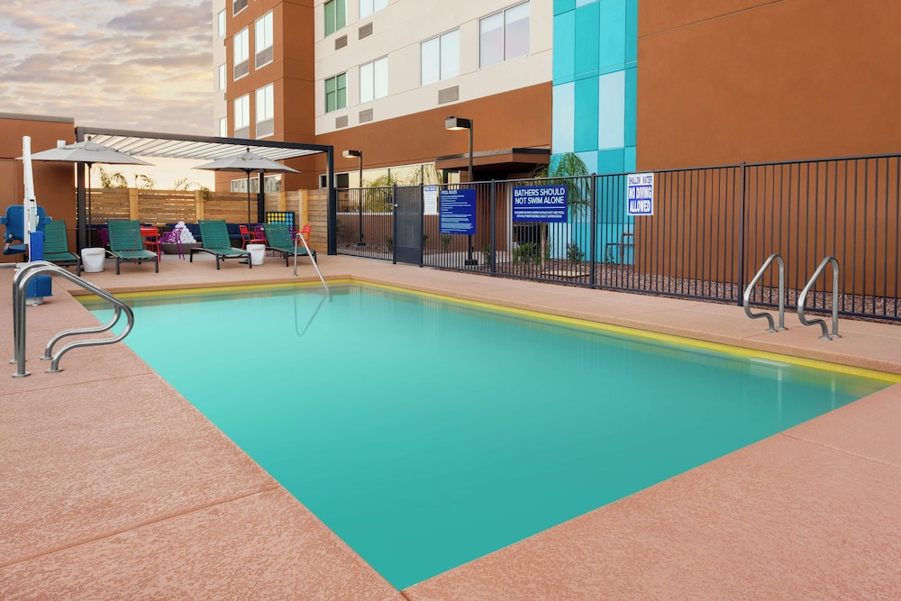 Pool, Tru by Hilton Gilbert