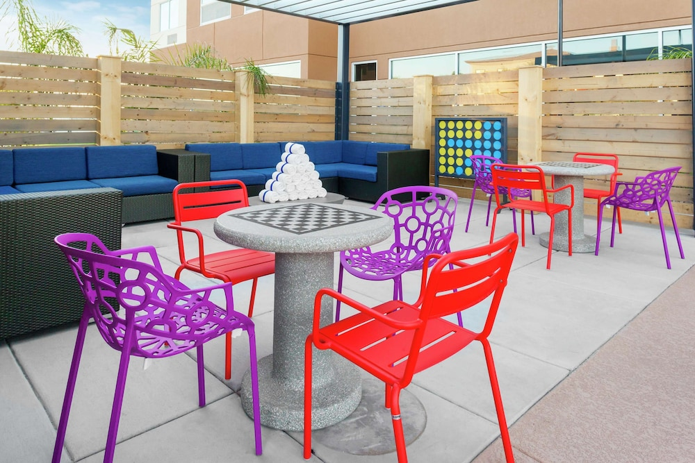 Terrace/Patio, Tru by Hilton Gilbert