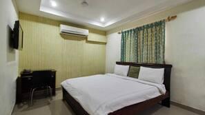 1 bedroom, memory-foam beds, individually furnished, desk
