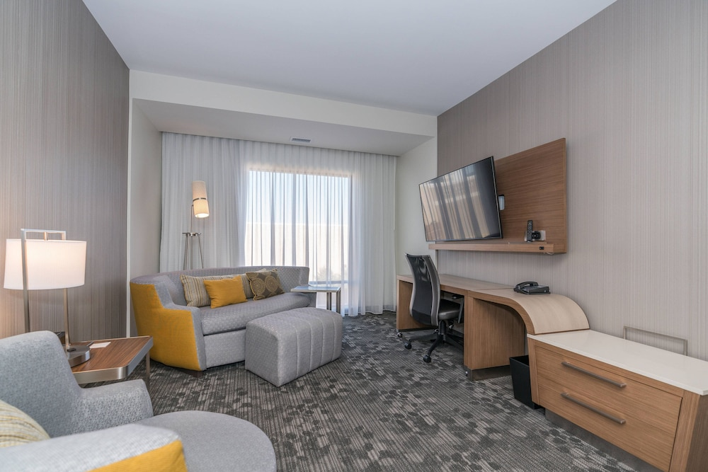 Room, Courtyard by Marriott West Springfield