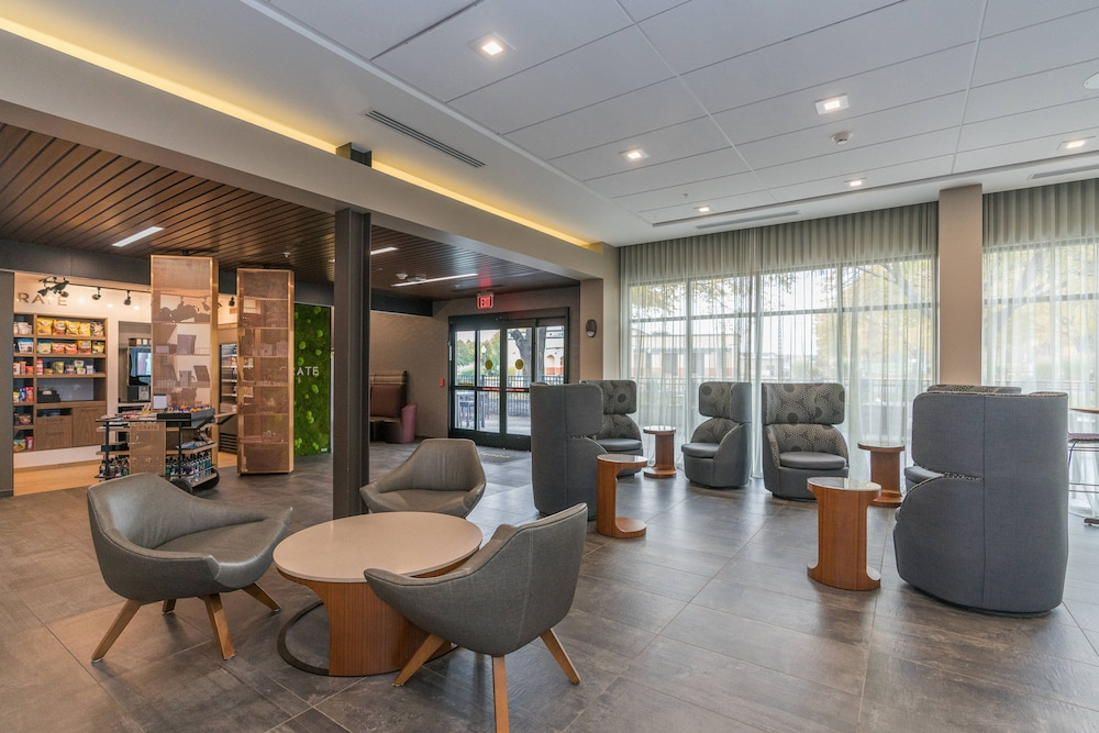 Lobby, Courtyard by Marriott West Springfield