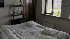 Rideaux occultants, lits bébé (gratuits), Wi-Fi gratuit, draps fournis