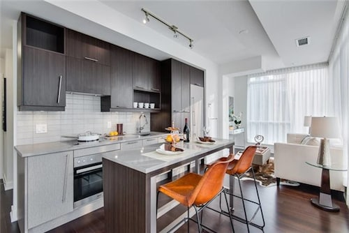 Great Place to stay Luxury 2 BD + 2 WC in the heart of Entertainment District near Toronto