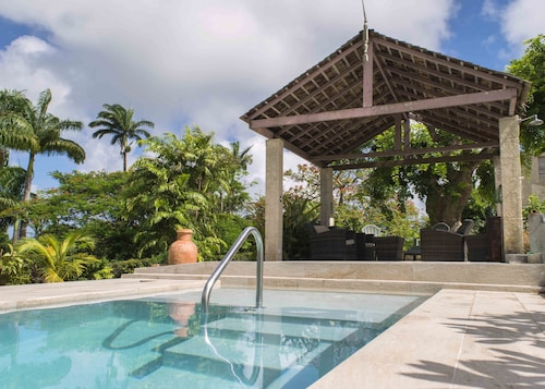 Breezy, Hilltop Retreat With Pool, Only 10 Minutes From Holetown