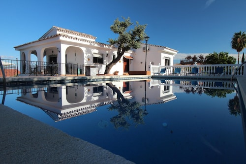 Large Private Villa In Alhaurin El Grande With Private Pool & Games Room