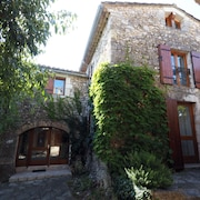 Rare! Stone Village House 4 Bedrooms - 2 Bathrooms With Garden in the Heart of Goudargues