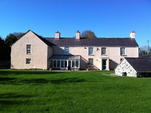Luxury Period 5 Bedroom Farm House in Menai Bridge