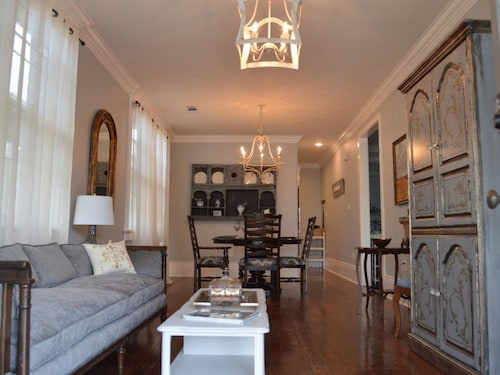 Great Place to stay We Cater to Large Groups, Uptown Magazine St. , Updated Home w all Amenaties near New Orleans