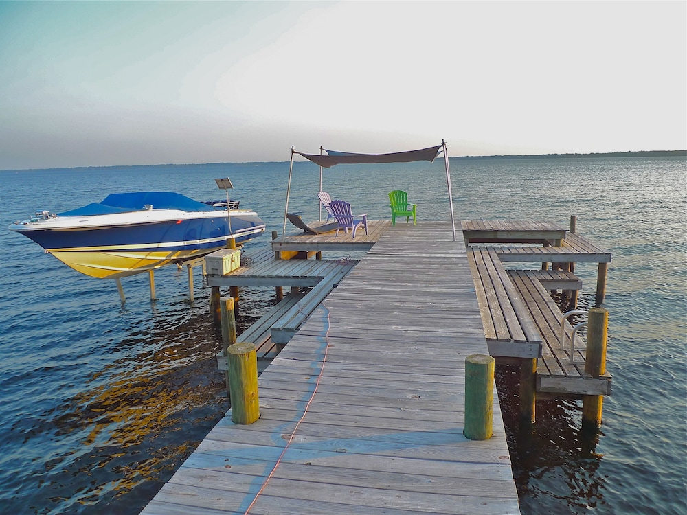Beach, Old Florida Sunsets Delights at Lake House Retreat With Spectacular Beach & Dock