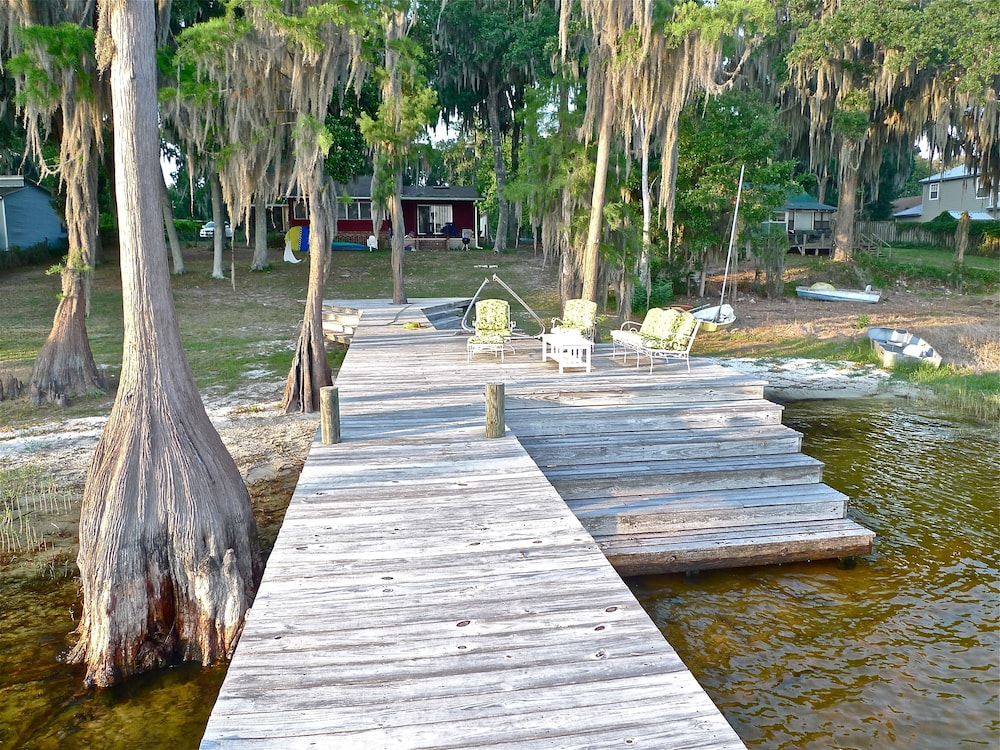 BBQ/Picnic Area, Old Florida Sunsets Delights at Lake House Retreat With Spectacular Beach & Dock