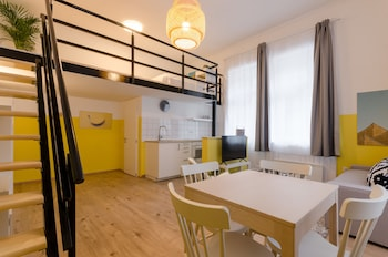 Yellow Tee Apartment