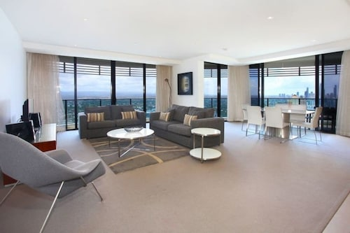 Luxury 3 Bedrooms in heart of Broadbeach