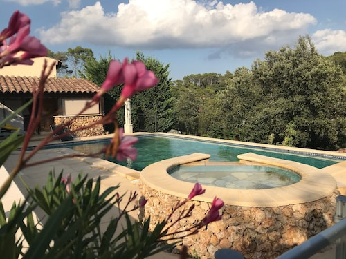 Villa Sleeps 6 and Outbuilding Sleeps 2, Beautiful Pool, Open View