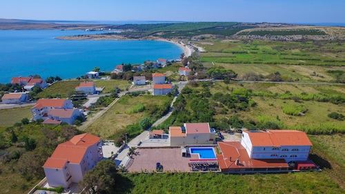 Vila Caska -ap4 - for 4 People- Zrce Beach, Pool, Wifi, air Conditioner