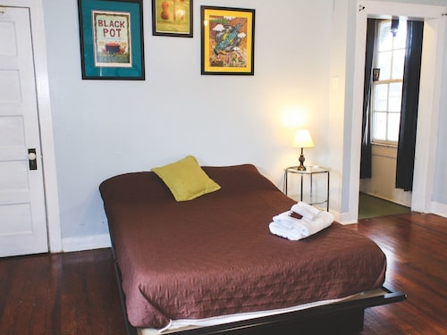 1br/1ba. Wine & Chocolate for More Than one Night Stays. Free Wifi. Kitchenette