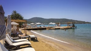 Privatstrand, kostenloser Shuttle zum Strand, Sonnenschirme