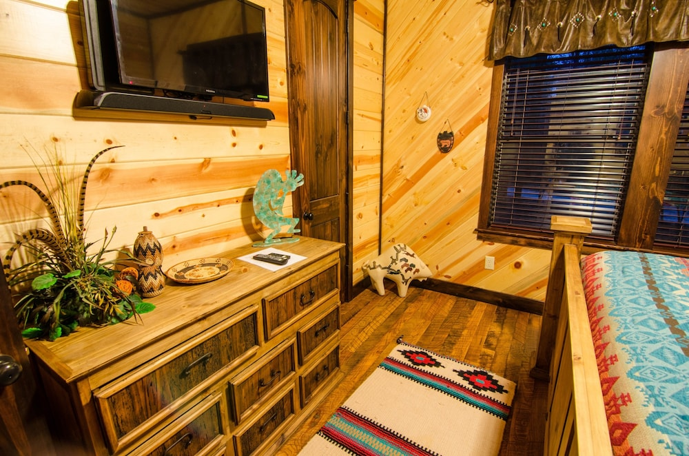 Featured Image, Griswold's Getaway Broken Bow - 5 Br Cabin