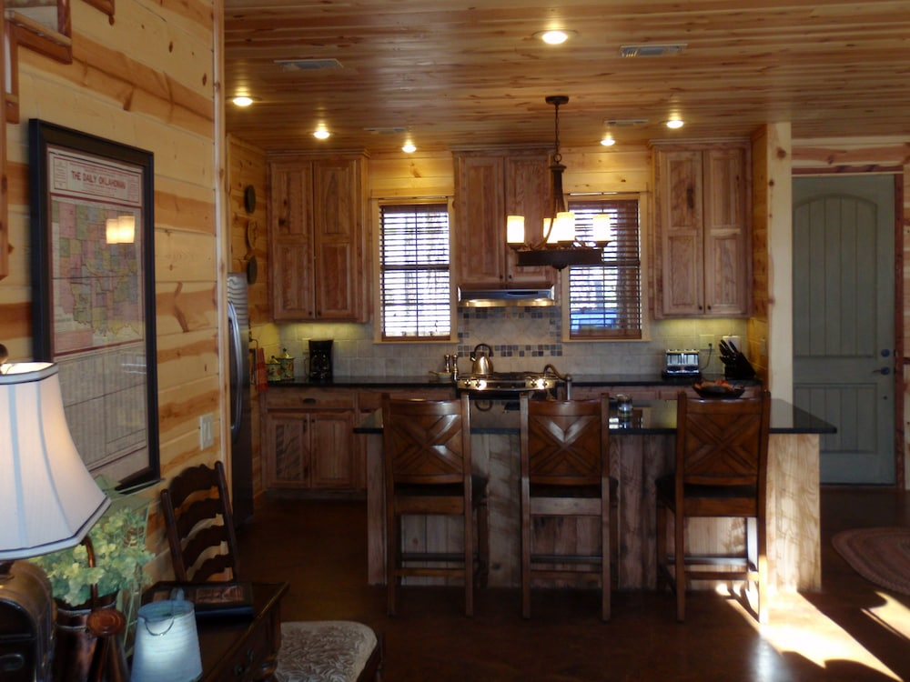Private Kitchen, Creekside Lodge Broken Bow - 3 Br Cabin