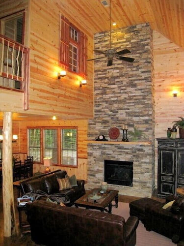 Living Room, Creekside Lodge Broken Bow - 3 Br Cabin