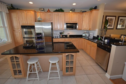Sunset Island 4 - 5 Br Townhouse