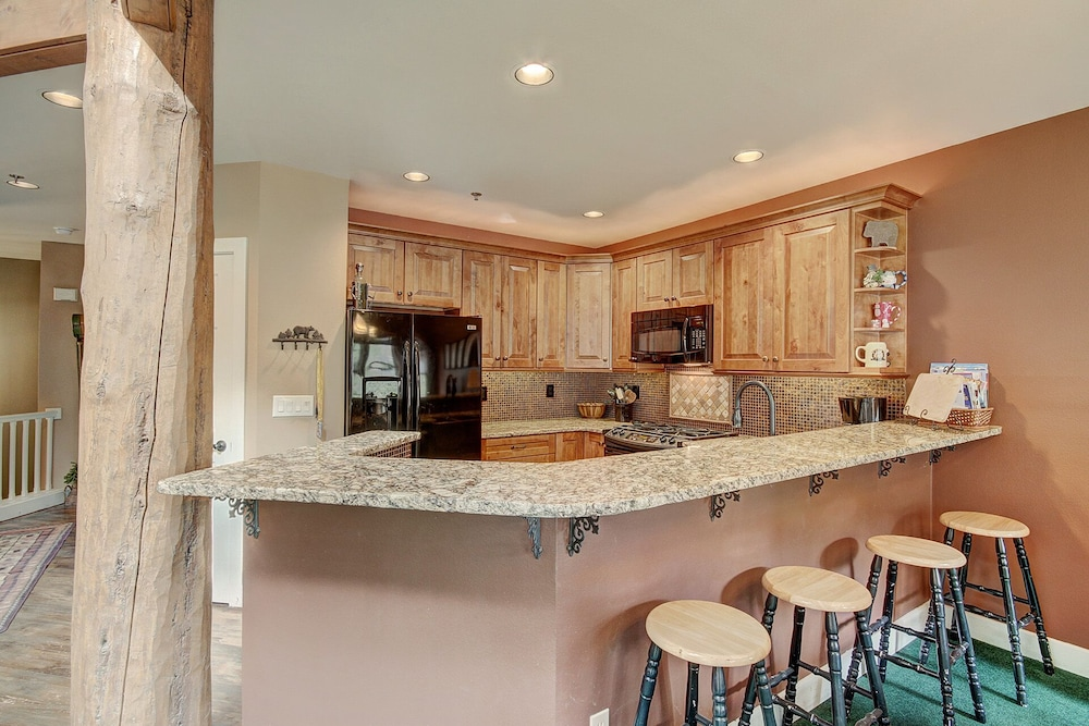 Private Kitchen, 1975 Starfire - 4 Br Townhouse