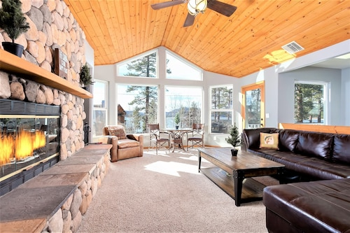 Great Place to stay 1759 - Eagle Cove Home - Free Ski/board Rental 4 Bedrooms 3 Bathrooms Home near Big Bear Lake