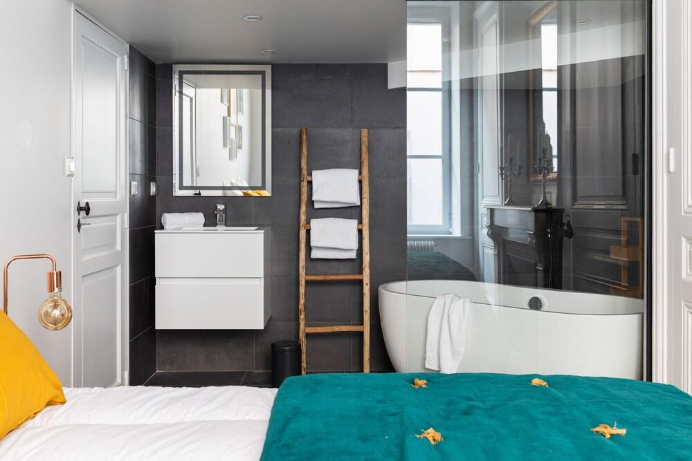 Caillou Vasca Da Bagno.Dify Roi Lyon Lyon Hotel De Ville Lione Francia Expedia It