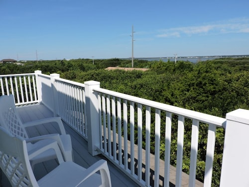 Great Place to stay Beach Hill Private Home 3 Bedrooms 2 Bathrooms Home near Emerald Isle