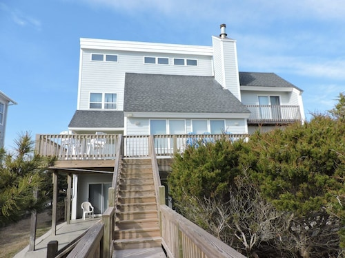 Great Place to stay Summer Solstice Private Home 4 Bedrooms 4 Bathrooms Home near Emerald Isle