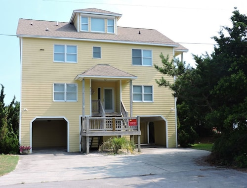 Great Place to stay The Bee's Knees Private Home 3 Bedrooms 3 Bathrooms Home near Emerald Isle