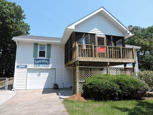 Great Place to stay Sound Waves Private Home 4 Bedrooms 3 Bathrooms Home near Emerald Isle