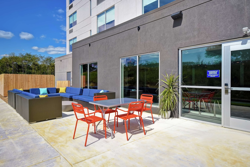 Terrace/Patio, Tru by Hilton Wytheville