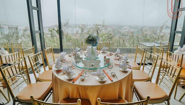 3 restaurants, breakfast served, local and international cuisine