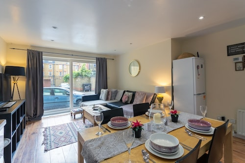 Stylish 4 Bedroom Property in East London